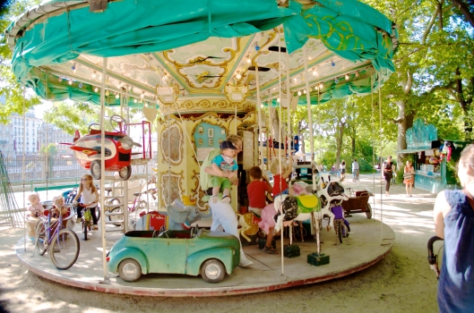 Toddler gets nicely returned to mom. I love you, guy who operates the carousel at Batignolles Square!