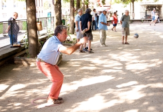 From a crouch to standing. Petanque in the Batignolles.