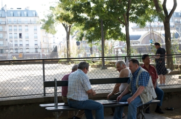 Playing cards on a pretty day. The Batignolles.