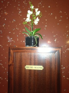 Flower arrangement on the wall of the bathroom.